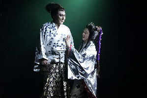 Masachika Ichimura as Macbeth and Yuko Tanaka as Lady Macbeth